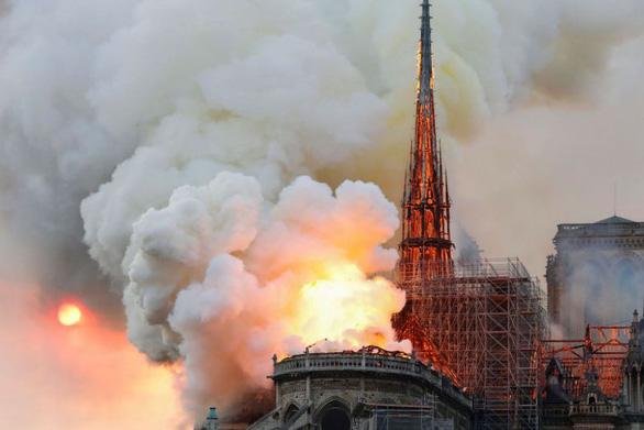 phap-notre-dame-burning-reuters-1555367821538699564078